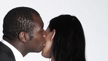 Seksituristina matkustavaa naista kiinnostaa tutkijan mukaan miehen eksoottisuus. Kuvan henkilöt eivät liity juttuun.