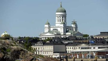 Tuomiokirkko värittää Helsingin siluetin.