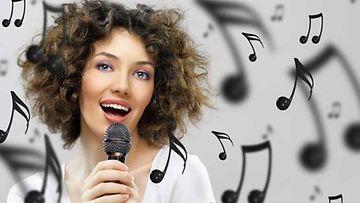 Karaokebaareissa on niin laulettu, tapeltu kuin kosittukin.