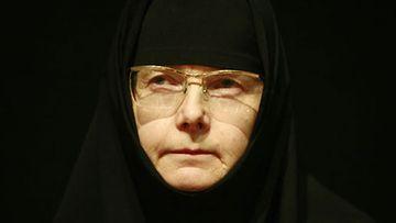 Nunna Kristoduli kertoo arjestaan luostarissa.