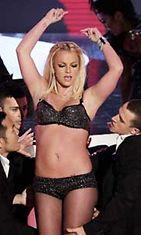 Britney Spearsin esiintymisasussa ei ole enää mistä vähentää.