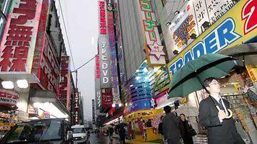 Elektroniikkaliikkeitä Akihabaran alueella Tokiossa.