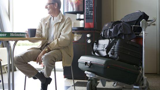 Kahvin nauttimista on syytä rajoittaa lentomatkailun yhteydessä.