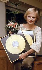 Katri Helena ja kultalevy marraskuussa 1979.