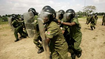 Mellakkapoliisi harjoittelee Kongossa.