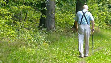 Raimon kävelemisen myötä karttuneet kilometrit ovat omaa luokkaansa. Kuvan henkilö ei liity haastatteluun.