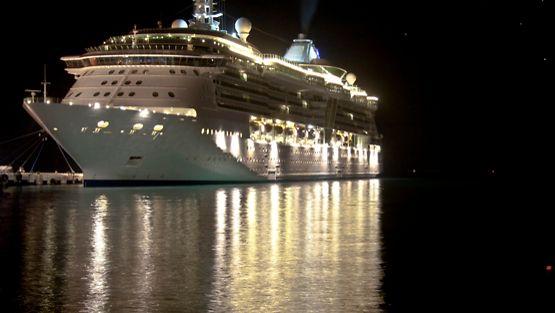 Laivamatkustajia katoaa silloin tällöin yön pimeyteen.