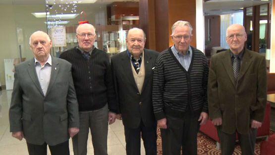 Suomesta mukana olivat veteraanit (vas.) Paul Antinniemi, Paavo Korhonen, Martti Konsti, Tauno Haapiainen ja Kauko Kauppi.