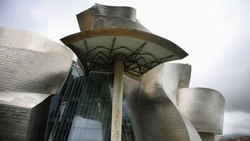 Espanjan Bilbaon Guggenheim-museo vetää turisteja.
