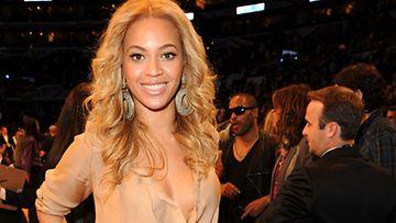 Beyonce nousi heti jaloilleen.