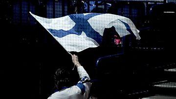 Slovakian ja Valko-Venäjän ottelussa nähtiin yksinäinen Suomen lippu.