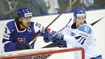 Michal Handzus ja Pasi Puistola taistelivat ensimmäisessä erässä