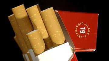 Mainonta muuttuu ajan myötä. Esimerkiksi tupakoimiseen kannustettiin ja sen iloja ylistettiin vielä muutama vuosikymmen sitten.