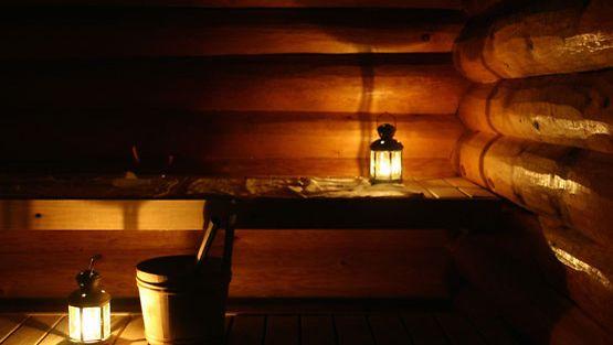Joulusaunaan voi sytyttää vaikka kynttilöitä.