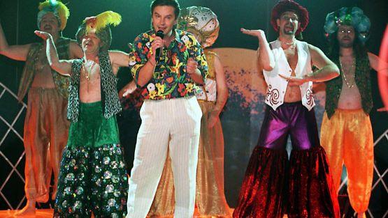 Seitsemän Seinähullua Veljestä on osannut pitää hauskaa ilman viinaakin. Tässä Syksyn Sävelessä esityksellään Aavikon Ali, vuonna 1996.