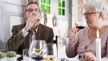 Alkoholin käyttö vaikuttaa suonikohjuihin.