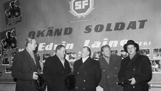 Tuntematon sotilas -elokuvan ensi-illassa oli paikalla Kosti Klemelä, Edvin Laine, kenraaliluutnantti P.A. Autti, Åke Lindman ja Reino Tolvanen.