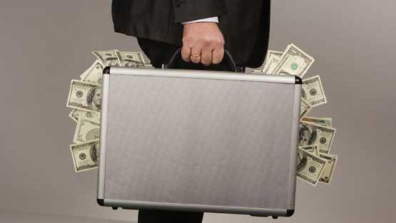Raha ei tuo onnea, kuuluu vanha sanonta.