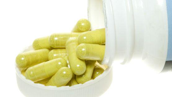 Antioksidanttihoidossa lääkitään ravintolisillä, vitamiineilla ja hivenaineilla.
