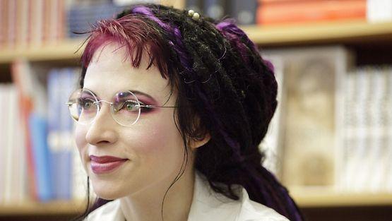 Sofi Oksanen on tienaavin naiskirjailija.